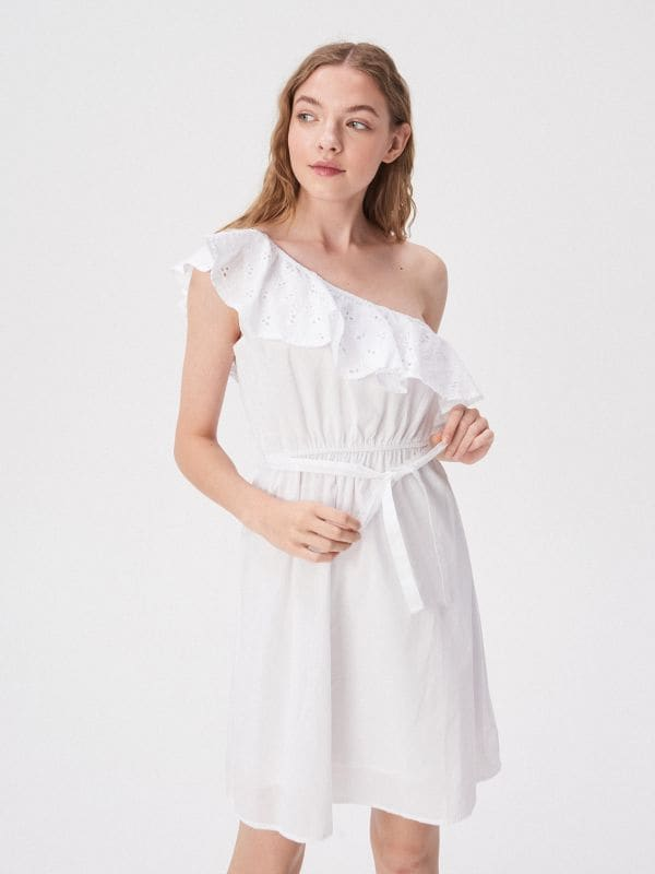 85fe8382a9 Kombinezon w kwiaty · Biała sukienka na jedno ramię - biały - VP226-00X -  SINSAY
