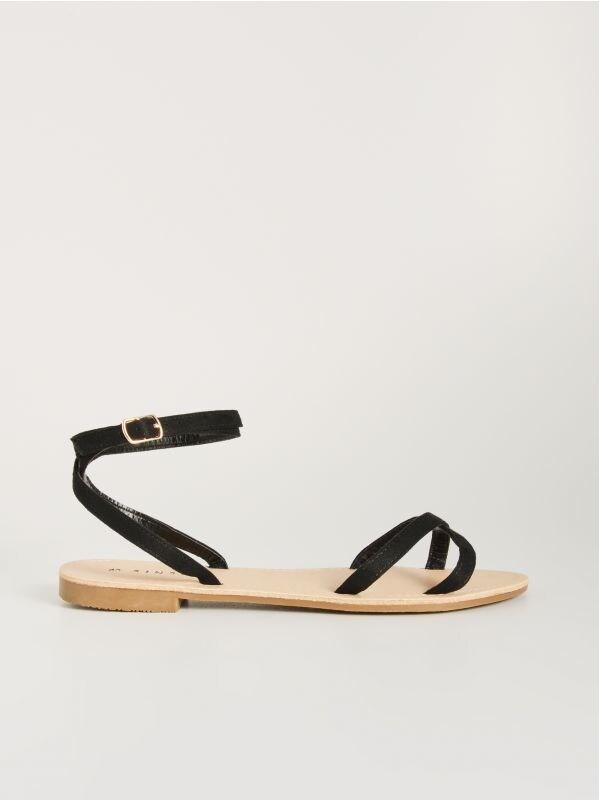 fa6ab37f2b34 Sandále s detailmi · Sandále na plochej podrážke - čierna - VX345-99X -  SINSAY