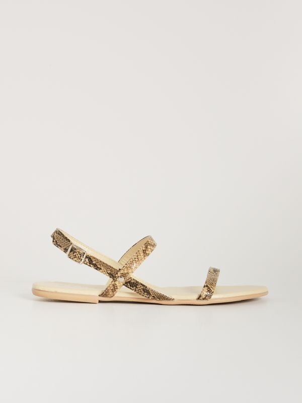 62148f8ccf96 Remienkové sandále s rovnou podrážkou · Remienkové sandále s rovnou  podrážkou - viacfarebná - VX363-MLC - SINSAY